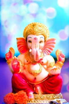 If you want to fulfil all desires, amass wealth and remove doshas, choose 32 forms of Ganesha Homam. The God of Wisdom is sure to protect and remove obstacles. Shri Ganesh Images, Ganesha Pictures, Krishna Images, Clay Ganesha, Ganesha Art, Ganesh Lord, Jai Ganesh, Lord Krishna, Shiva