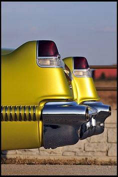 1956 Cadillac Coupe Deville Just think under that left tail light is a button, when pushed it pops up so you can fill the gas tank. Auto Rolls Royce, General Motors, Retro Cars, Vintage Cars, Automobile, 1959 Cadillac, Automotive Art, Us Cars, Mellow Yellow