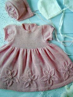 pink dress w/ knit floral detail. also, a bonnet. Knitting For Kids, Baby Knitting Patterns, Crochet For Kids, Baby Patterns, Knit Crochet, Crochet Woman, Knit Baby Dress, Knitted Baby Clothes, Baby Knits
