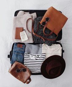 NHK「あさイチ」で紹介された、CAさん流のスーツケースの詰め方をご紹介します!すっきりまとまって、服がシワだらけになることもなくなりますよ。目から鱗のワンポイントも!ぜひ参考にしてみてください。