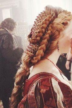 Italian Renaissance inspired hair from The Borgias Renaissance Hairstyles, Historical Hairstyles, Renaissance Fashion, Italian Renaissance, Les Borgias, Lucrezia Borgia, Dress Dior, Fantasy Hair, Pinterest Hair