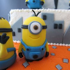 How to make minion toppers