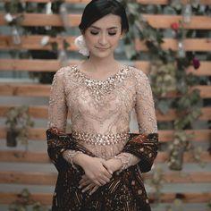 47 Ideas Wedding Day Outfit Beautiful For 2019 Kebaya Lace, Kebaya Brokat, Kebaya Dress, Batik Kebaya, Kebaya Hijab, Dress Brokat, Wedding Photography Styles, Fashion Photography, Food Photography