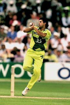 Trust Me I Play Cricket /& Ball Spinning Keyring twenty20 test match ashes NEW