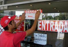 Más abajo tenía un cartelito que en otras palabras dice: Doy Empleo. #Venezuela #SOSVzla #4M