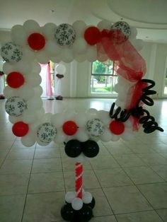 Balloon photo booth! Picture Frames For Parties, Party Photo Frame, Party Frame, Photo Frame Prop, Photo Booth, Wedding Balloon Decorations, Balloon Centerpieces, Wedding Balloons, Balloon Columns