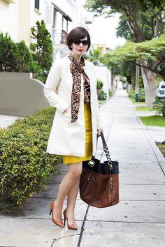Divina Ejecutiva: Mis Looks - La Blusa Animal Print (2) #workinggirl #officeattire #divinaejecutiva #ootd #winterlook #workinglook #workingstyle #lasmoran #sirana #whitecoat #animalprint