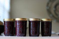 Why Freezer Jam Rocks (plus, a Blueberry Jam recipe) – Amazing World Food and Recipes Blueberry Freezer Jam, Blueberry Jam, Blueberry Picking, Easy Freezer Jam Recipe, Blueberries For Sal, Blackberries, Jam And Jelly, Fruit Recipes, Blueberry Recipes