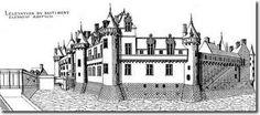 facade nord du chateau de Chantilly, on peut se faire une idée de l'apparence extérieure de ce bâtiment  par les dessins d'Androuet du Cerceau, avant les travaux de Mansart. Pierre Chambiges  intervint pour la modernisation du logis, et en 1538 l'avant-cour et la parc, le chateau conserve encore son aspect médieval malgré les interventions de la Renaissance, il est ponctué de 7 tours de plan circulaire.