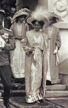 "Empress Alexandra Feodorovna of Russia with the Grand Duchesses Tatiana and Olga Nikolaevna Romanova of Russia.Tsar Nicholas is at the far left in the summer of 1914 just before the War commenced. ""AL"" Mehr Anastasia, Romanov Sisters, Familia Romanov, Grand Duchess Olga, House Of Romanov, Tsar Nicholas, Imperial Russia, Kaiser, Reign Bash"