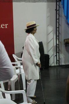 No Brasil, Bianca Jagger visita centro cultural no Rio de Janeiro