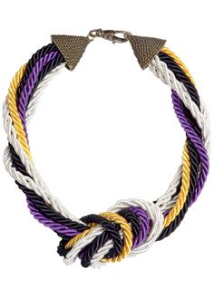 Siga o passo a passo para fazer um colar de cordas - Moda, Beleza, Estilo, Customizaçao e Receitas - Manequim - Editora Abril