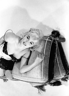 """summers-in-hollywood:"""" Marilyn Monroe photographed by Eve Arnold, Norma Jean Marilyn Monroe, Marilyn Monroe Photos, Mary Monroe, Gene Kelly, Classic Hollywood, In Hollywood, Hollywood Actresses, Hollywood Glamour, Elvis Presley"""
