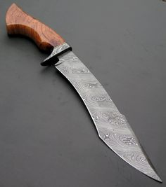 15 inches Hand made Damascus unique Hunting Knife Crossbow Targets, Diy Crossbow, Crossbow Hunting, Crossbow Arrows, Hunting Knives, Survival Weapons, Survival Tools, Survival Knife, Tactical Survival