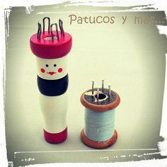 ¡Hola! ¿Quieres aprender cómo se utiliza un tricotín y cómo hacer uno casero ? ¿Te gustaría hacer palabras con cordones? ¿diseñar tu ...