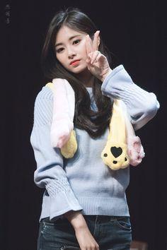 K-Pop Babe Pics – Photos of every single female singer in Korean Pop Music (K-Pop) Kpop Girl Groups, Korean Girl Groups, Kpop Girls, Nayeon, Taiwan, Twice Tzuyu, Twice Album, Sana Momo, Chou Tzu Yu