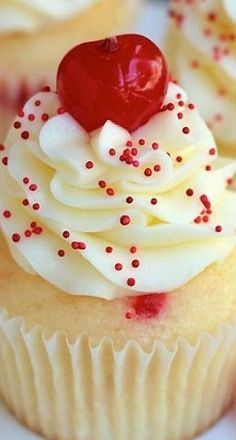 Almond Maraschino Cherry Cupcakes by Your Cup of Cake.White cupcakes with a chunks of maraschino cherries, frosted with almond buttercream with red sprinkles and bright, red, maraschino cherry on top Cherry Cupcakes, Yummy Cupcakes, Almond Cupcakes, White Cupcakes, Cherry Cake, Amaretto Cupcakes Recipe, Savory Cupcakes, Pizza Cupcakes, Cupcakes Kids