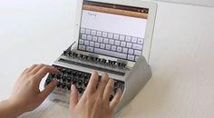 あぁん、素敵! なんてノスタルジック。すごく使ってみたい。ご覧の通りです。iTypewriterは、iPadをタイプライターに装着して、ガチ...