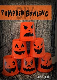 DIY Pumpkin Bowling Game for Halloween with spray paint & a permanent marker.Easy DIY Pumpkin Bowling Game for Halloween with spray paint & a permanent marker. Halloween Games For Kids, Halloween Activities, Holidays Halloween, Halloween Crafts, Halloween Cups, Halloween Candy, Bowling, Fall Festival Games, Fall Festivals