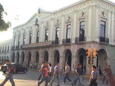 Una de las esquinas de la plaza principal.