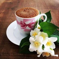 Nadire Atas on Cafe , Tea, Desserts and Lovely Flowers Fotoğraf Good Morning Coffee, Coffee Break, Gd Morning, I Love Coffee, My Coffee, Coffee Cafe, Coffee Drinks, Pause Café, Chocolate Caliente