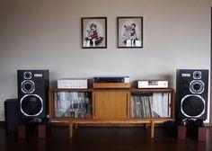 Classy vintage stereo kit.