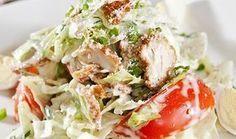 Αυτή η νόστιμη σαλάτα με ψητό κοτόπουλο είναι ό,τι πρέπει για ένα ελαφρύ και υγιεινό γεύμα. Ένα πιάτο με λίγες θερμίδες και υπέροχη γεύση.