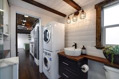 Canada Goose by Mint Tiny Homes - Tiny Living The Canada Goose is a gorgeous gooseneck tiny house built by Mint Tiny Homes. The home includes a large bedroom over the gooseneck hitch. Tiny Houses For Rent, Tiny House Loft, Tiny House Storage, Best Tiny House, Tiny House Trailer, Modern Tiny House, Tiny House Plans, Tiny House Design, Tiny House On Wheels