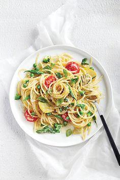 One-pan pasta primavera: 10 minutes to prep, ready in Healthy Pasta Recipes, Healthy Pastas, Broccoli Recipes, Vegetarian Recipes, Cooking Recipes, Weeknight Recipes, Vegetarian Haggis, Vegetarian Dinners, Cooking Ideas