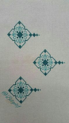 This Pin was discovered by Şük Crewel Embroidery, Bargello, Diy And Crafts, Cross Stitch, Traditional, Crochet, Elsa, Towels, Tricot