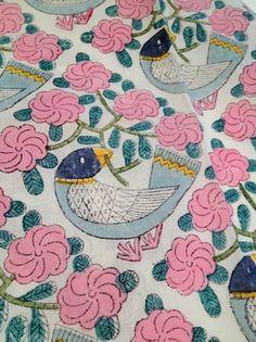 """「鹿児島睦(かごしま・まこと)のテキスタイルを見たことがありますか?彼が描き出す""""図案""""の世界に一度でも触れたら、きっと忘れることが出来なくなるはずです。紹介する画像は、テキスタイルに定着した、鹿児島睦が織り成す、軽やかで愛に満ちた世界の数々です。"""