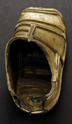 This is an original foot from the 1983 Science Fiction epic Star Wars Episode VI: Return of the Jedi. This particular foot was worn by a stunt performer for the shot where falls off the deck of Jabba's barge. Star Wars Episodes, Stunts, Saga, Science Fiction, Behind The Scenes, Baseball Hats, Deck, The Originals, Sci Fi