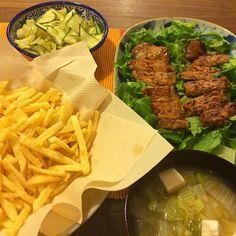えまがマック行きたいとかふざけたこと言ったので家でフライドポテト揚げたった。 - 11件のもぐもぐ - 豚ロースの味噌漬け焼き、ズッキーニのチョレギ、フライドポテト、白菜と豆腐のジンジャースープ by junya