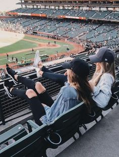 The Everygirls Summer Bucket List 2018 - Bff Pictures Bff Pics, Photos Bff, Cute Friend Pictures, Sister Photos, Girl Photos, Shooting Photo Amis, Best Friend Fotos, Best Friend Pics, Best Friend Bucket List