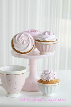 Passion 4 baking » White Cupcakes with a touch of pink