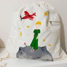 Prens sırt çantasında! Hep yanında taşımak isteyenlere, dünyadan umudunu henüz kesmemişlere... İyi pazarlar... #design #tasarim #artsy #instaart #art #artoftheday #illustration #handmade #homemade #elyapimi #boyama #painting #instagood #sanat  #cute #colorful #fashion #littleprince#creative #instamood #beautiful #küçükprens #lepetitprince #bag #totebag #bagdesign #sunday #sundaying