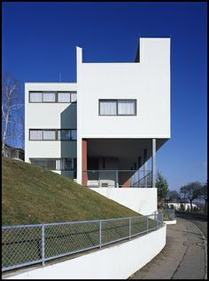 de/stuttgart/weißenhof/01    Semi-detached house at the   'Weißenhofsiedlung',Stuttgart, Germany   by Le Corbusier in 1927