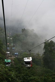 The Fastest Cable Car Genting – Malaysia, city of entertainment at an altitude of 2000 meters above sea level. It is called Las Vegas of Malaysia