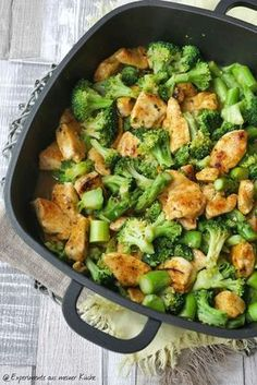 Zitronenhähnchen mit Brokkoli Lemon chicken with broccoli Broccoli Lemon, Chicken Broccoli, Lemon Chicken, Creamy Chicken, Chicken Soup, Chicken Recipes For Two, Healthy Chicken Recipes, No Cook Meals, Kids Meals