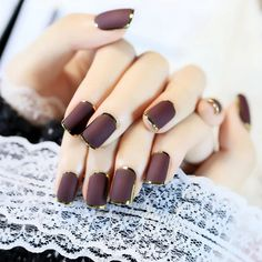 Metallic nails, aka chrome nails, are a trend that will make your nails look chic and classy. Check out our suggestions for achieving trendy nails this season. Pink Ombre Nails, Metallic Nails, Silver Nails, Painted Acrylic Nails, Hair And Nails, My Nails, Romantic Nails, Nail Design Spring, Manicure