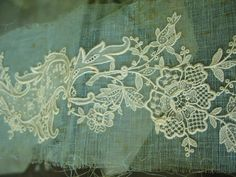 Fabulous Antique Lace Trim Fine Schiffli Point de Gaze Style Applique