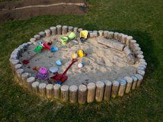 Sandkasten selber bauen spielplattform kombiniert holzstamm