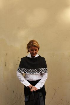 Knitting pattern for capelet