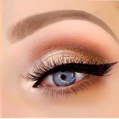 Warm Peachy Eyeshadows, Cat Eye, Winged Liner | Using Too Faced Sweet Peach Palette (@crystalhoytbeauty on Youtube) #wingedlinerlooks