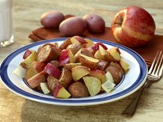 One-Dish Roasted Potatoes & Apples w/Chicken Sausage from @ColoradoPotatoAdministrativeCommittee @USApples