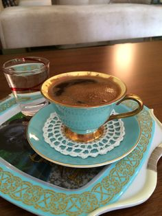 El emeği örtümle Little's Coffee, I Love Coffee, Coffee Break, Coffee Drinks, Morning Coffee, Turkish Coffee Cups, Chocolate Coffee, Dinner Sets, Tea Cups
