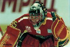 Jarmo Myllys vann SM-guld med Luleå Hockey då han bar den här masken. Av alla masker Jarmo hade i LHF är det den här (som han bar 1995 - 1997) många minns mest. Jarmo är unik som målvakt genom att ha gjort två mål i Elitserien (SHL), det var i luleådressen fast i med den här masken.
