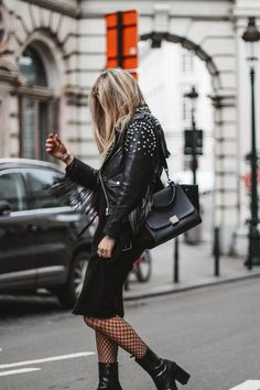 Best Handbags for Work / Street Style Fashion #fashion #womensfashion #streetstyle #ootd #style #minimalfashion / Pinterest: @fromluxewithlove Fishnet Outfit, Tights Outfit, Celine Trapeze Bag, Boots Talon, Edgy Outfits, Cool Outfits, Fashion Tips For Women, Fashion Ideas, Fashion Images