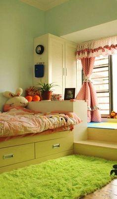 Kawaii bedroom ^^ I love how the rug looks like grass, it is very refreshing