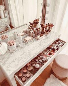 Makeup Vanity Decor, Makeup Room Decor, Makeup Vanities, Makeup Box, Makeup Storage Bedroom, Acrylic Makeup Storage, Diy Makeup Storage, Clown Makeup, Cosmetic Storage